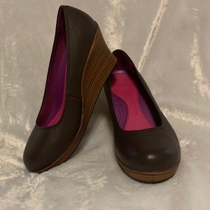Crocs A-Leigh Brown Leather Round Toe Wedges